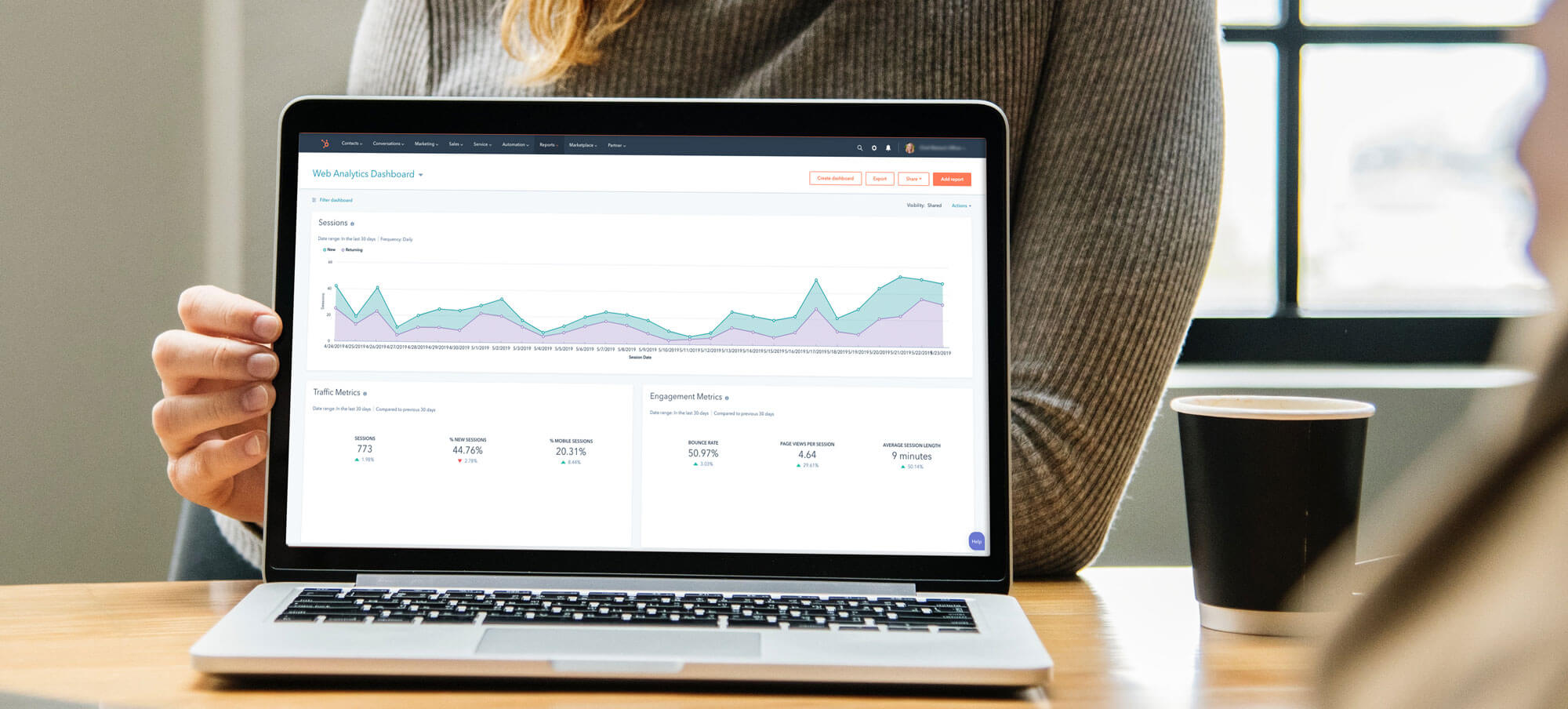 hubspot-consultant-laptop-dashboard